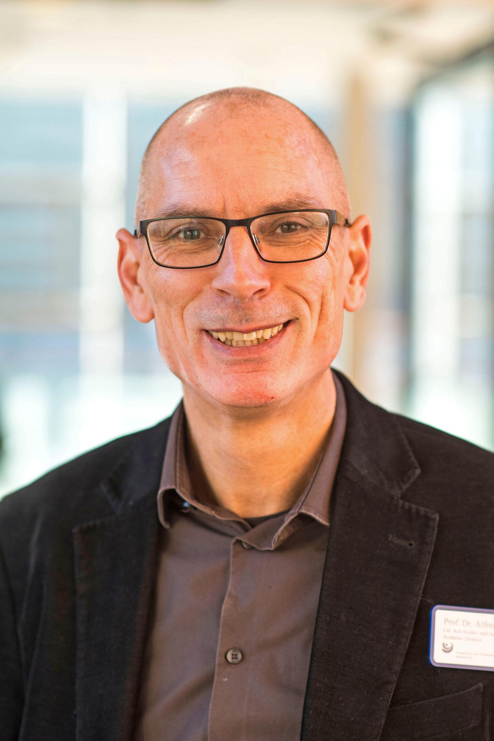 Facharzt für Kinder- und Jugendmedizin, Prof. Dr. med. Alfred Längler - Ganzheitlich gegen Allergien - Anthroposophische Medizin